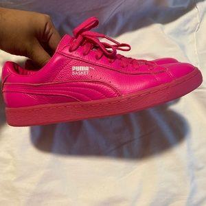 Pink fuchsia Puma shoes size 6Y or Sz 8 like NEW